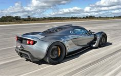 Wow! The 1,244bhp Venom clocked its record-breaking figure beating the the #BugattiVeyron SS to the post as the fastest car in the world. Click the link to be blown away!