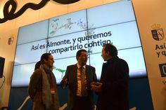 El presidente del PP en Huelva Manuel Andrés, en el stand de #Almonte. #RocíoJubilar #Fitur2013