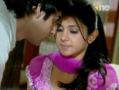 ♥♥ Dreaming of u makes my night worth while.    Thinking of u makes me Smile.