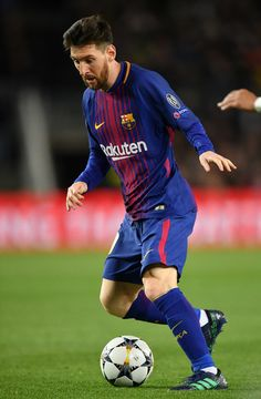 Lionel Messi of Barcelona in action during the quarter final first leg UEFA Champions League match between FC Barcelona and AS Roma at Camp Nou on April 2018 in Barcelona, Spain. Lionel Messi Barcelona, Barcelona Futbol Club, Barcelona Soccer, Barcelona Spain, Messi Vs, Messi Photos, Ronaldo Real Madrid, Soccer Girl Problems, Manchester United Soccer
