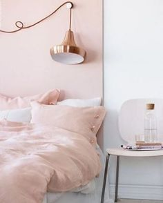 À lire sur #muramur aujourd'hui : 10 objets déco cuivrés que tu voudras te procurer MAINTENANT!   #repost : @lilie.on.her.way #Inspiration #Deco #Home #HomeSweetHome #Cuivre #Rosepoudre #Pink #Decoration #White #Bedroom #Light #bed #sofluffy #coophomegoods #homegoods #interiordecorating #interiordesign #dominomag #midcenturymodern #SOdomino #home #maison #homedecor #decor #homedesign #homestyle #instahome #mtlblogger