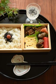 A typical Japanese lunch! Japanese Food Sushi, Japanese Lunch Box, Bento Recipes, Asian Recipes, Japanese Recipes, Recipes From Heaven, Food Crafts, Snack, Food Design