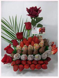 Edible Fruit Arrangements, Fruit Centerpieces, Edible Bouquets, Fruit Decorations, Chocolate Flowers, Chocolate Dipped Strawberries, Chocolate Bouquet, Chocolate Pack, Fruit Creations
