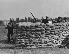 1939 London at War - Anti-Aircraft Outbreak of War London 1939. Sand bagged anti-aircraft gun emplacement being set up in London Park.