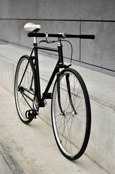 bicycle-in-white: Стройность. #bicycle #велосипед #вело http://on.fb.me/14XwqyL