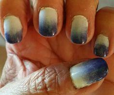 Diseño de uñas usando degradado con blanco y lila