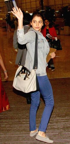 celebrity airport style best outfits - Page 95 of 100 - Celebrity Style and Fashion Trends Fashion Street Mumbai, Cool Street Fashion, What's Trending In Fashion, Trendy Fashion, Style Fashion, Fashion Ideas, Fashion Beauty, Fashion Trends, Celebrity Airport Style