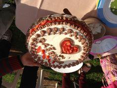 opět piškot s mascarpone krémem, tentokrát ve dvou variantách (vanilka a kakao), jahody