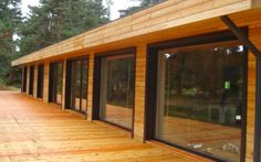Straight lines, natural colours - simplicity that turns into modern architecture. Small House Plans, House Floor Plans, Modern Wood House, Natural Building, Wood Construction, House In The Woods, Building Materials, Logs, Modern Architecture