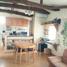 plumさんの、梁,ソファー,ダイニングテーブル,リビングダイニング,二世帯住宅の二階,二世帯住宅,部屋全体,のお部屋写真