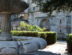 El Espinar (Segovia), su origen remonta a la época de la colonización romana, huella reflejada en sus puentes, molinos y tramos de calzada.  Foto: Iglesia de San Eutropio