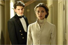 Beautiful costume worn by the lovely actress Amaia Salamanca (Alicia Alarcón). Her handsome companion is Yon González (Julio). {Gran Hotel (serie de televisión)} --srh