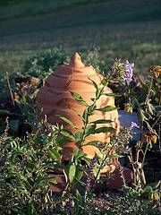 How to make a Bee Skep. Bee skep making is a centuries-old tradition that dates back to the first beekeepers. But today, many craft lovers make bee skeps to add a nice, rustic decorative quality to their home or garden. However, if you do not plan on harvesting any honey, bee skeps can make an inviting home for your neighborhood bees. Enjoy!