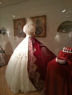 dress from elisabeth