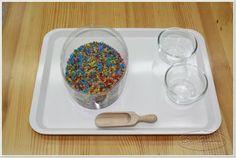 scooping (elastiekje om glas verschuiven en vullen tot aan elastiekje)