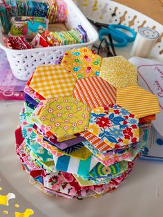 Kingfisher Quilt - Samelia's Mum Your cover – which also carries a tiny scrub major Hexagon Quilt Pattern, Hexagon Patchwork, Barn Quilt Patterns, Paper Piecing Patterns, Patchwork Tutorial, Quilting Projects, Sewing Projects, Flower Quilts, Quilting For Beginners