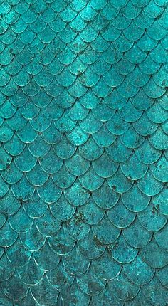 Modeconnect.com - Detail of a verdigris bronze Petal Water Wall