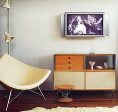 inspiration bubble: mid century modern mix Coconut Chair by George Nelson Simple Furniture, Retro Furniture, Home Furniture, Furniture Design, Office Furniture, Furniture Styles, Mid Century Modern Decor, Mid Century Modern Furniture, Mid Century Design