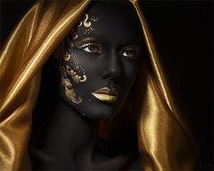 Человек проверяет пробу золота, а золото — пробу человека.