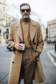 London Fashion Week Men's Street Style Fall 2018 Day 1 - The Impression London Fashion Week Mens, Mens Fashion, Fashion Trends, Guy Fashion, Fashion Suits, Street Fashion, Winter Fashion, Book Modelo, Mantel Beige