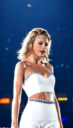 I love this outfit it was my favourite from her tour!
