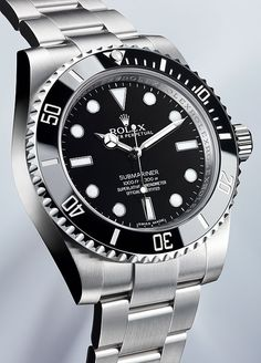 @rolex Oyster Perpetual Submariner 2012 - the classical Oyster case of the new Submariner is 40 mm in diameter and water-resistant to a depth of 300 meters (1,000 feet). #rolex #watchtime #divewatch