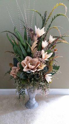 Tall Floral Arrangements, Table Arrangements, Diy Centerpieces, Ikebana, Diy Flowers, Houston Apartment, Floral Designs, Brittany, Magnolia