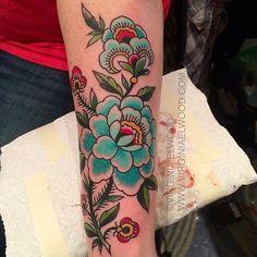 virginiaelwood:  Rochester tattoo convention! #makerealflowersjealous  Virginia Elwood
