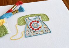 ring-ring-telefon-handstickmuster-moderne-stickerei-applikationsmuster-vintage-retro-stickmuster-pdf-muster/ - The world's most private search engine Hand Embroidery Stitches, Modern Embroidery, Embroidery Patterns, Telephone Vintage, Pop Art, Retro Phone, Rainbow Quilt, Applique Templates, Needle And Thread