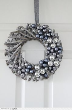 Zdjęcie nr 33 w galerii Listopadowo i świąteczne inspiracje – Deccoria. Black Christmas Decorations, Christmas Advent Wreath, Christmas Door, Holiday Wreaths, Christmas Crafts, Wreath Crafts, Diy Wreath, Natural Christmas, Elegant Christmas