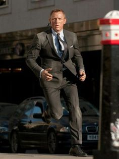 'Skyfall': James Bond's Latest Tight Squeeze Is Tailored for the Times