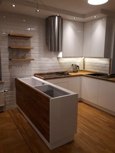 Moja biała kuchnia z drewnem
