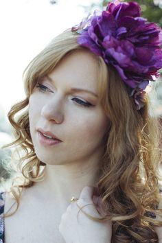 Couronne de Fleurs violette Marina, pivoine violette, delphinium et hortensia mauve http://naminoe.fr/fr/couronnes-/175-couronne-de-fleurs-violette-marina.html Photo: Solenne Jacovsky #mariage #wedding #flowers
