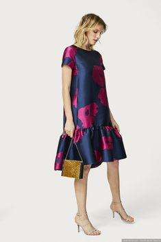 Floral jacquard dress with ruffled hem. Short African Dresses, Latest African Fashion Dresses, African Print Dresses, African Print Fashion, Short Dresses, Graduation Dresses, Simple Dresses, Elegant Dresses, Casual Dresses