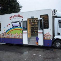 """Arriva il """"Torino Bibliobus"""" per portare i libri nei quartieri senza biblioteca"""