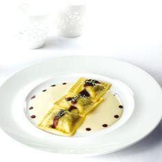Tortellini, Gourmet Recipes, Pasta Recipes, Fonduta, Ravioli, Food Design, Dumplings, Food Pictures, Food Styling