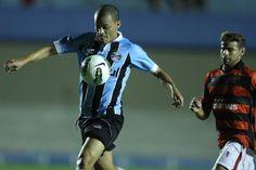Fora de casa, Grêmio vene o Atlético-GO e alcança segunda vitória no Brasileirão 2012. (Adalberto Marques/AE)