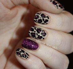 rebecca likes nails: very pretty!