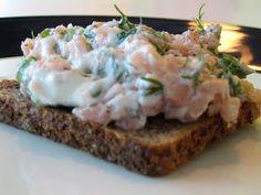 Lohitartar - Tartara di salmone all'aneto su pane nero