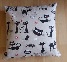 Housse de coussin en tissu, couleur beige, motifs chats noirs, fermée par zip : Textiles et tapis par alsace-gourmets