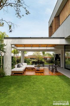 amazing backyard garden landscaping and design ideas 8 Terrasse Design, Patio Design, Exterior Design, Colonial Exterior, Ranch Exterior, Stucco Exterior, Craftsman Exterior, Modern Exterior, Exterior Paint