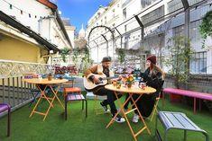 Le Village Montmartre by Hiphophostels, Париж, Франция Hostel Em Paris, Paris Airbnb, Paris Hotels, Versailles, Santorini, One Day In Paris, Iceland Road Trip, Paris Itinerary, Airbnb Host