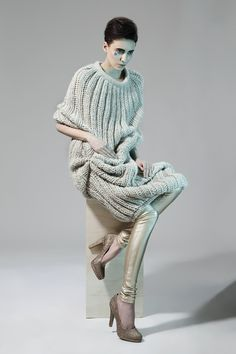 "Exercicedestyle ""minty designer not just a label "" Knitwear Fashion, Knit Fashion, Knitting Wool, Hand Knitting, Pull Sweat, How To Purl Knit, Knitting Designs, Sweater Weather, Knit Dress"