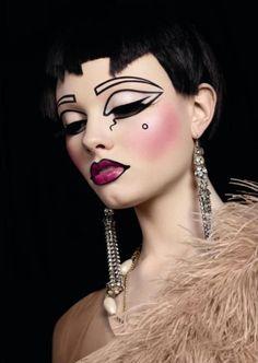 #Schönheit oder #Kunst? Atemberaubende Avant-Garde-Makeup...