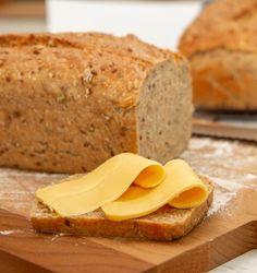 Nybakt brød med brunost Healthy Bread Recipes, Mexican Food Recipes, Baking Recipes, Delicious Recipes, I Love Food, Good Food, Yummy Food, Oatmeal Bread Recipe, Healthy Halloween Treats