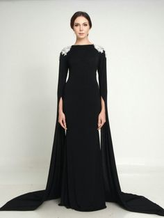 Looks like something Elizabeth Taylor would wear. Dress Dior, Dress Up, Evening Dresses, Prom Dresses, Formal Dresses, Pretty Dresses, Beautiful Dresses, Modest Fashion, Fashion Dresses
