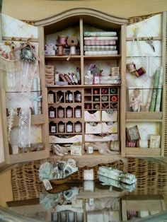 Kantjes en bandjes Mini armoire holds fabrics, ribbons and notions