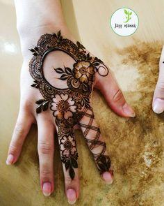 Simple And Beautiful Mehendi Design - mehndi - Henna Designs Hand Floral Henna Designs, Mehndi Designs Book, Back Hand Mehndi Designs, Mehndi Designs 2018, Mehndi Designs For Girls, Stylish Mehndi Designs, Dulhan Mehndi Designs, Mehndi Design Images, Henna Designs Easy
