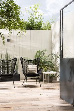 Modern patio furniture ideas Ideas for 2019 Urban Garden Design, Modern Patio Design, Lawn Chairs, Garden Chairs, Balcony Chairs, Hanging Chairs, Lounge Chairs, Gazebos, Black Garden