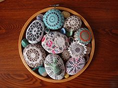 crochet rocks- crazy about these crochet covered rocks that margaret oomen makes